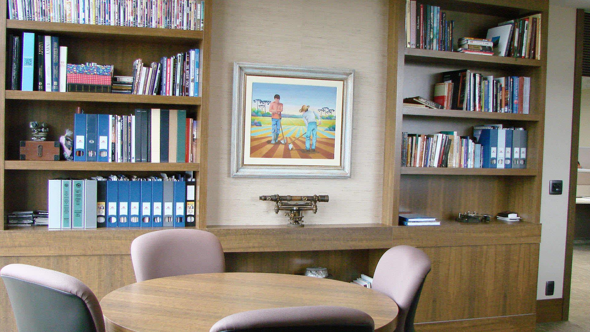 estante móveis planejados ambiente corporativo