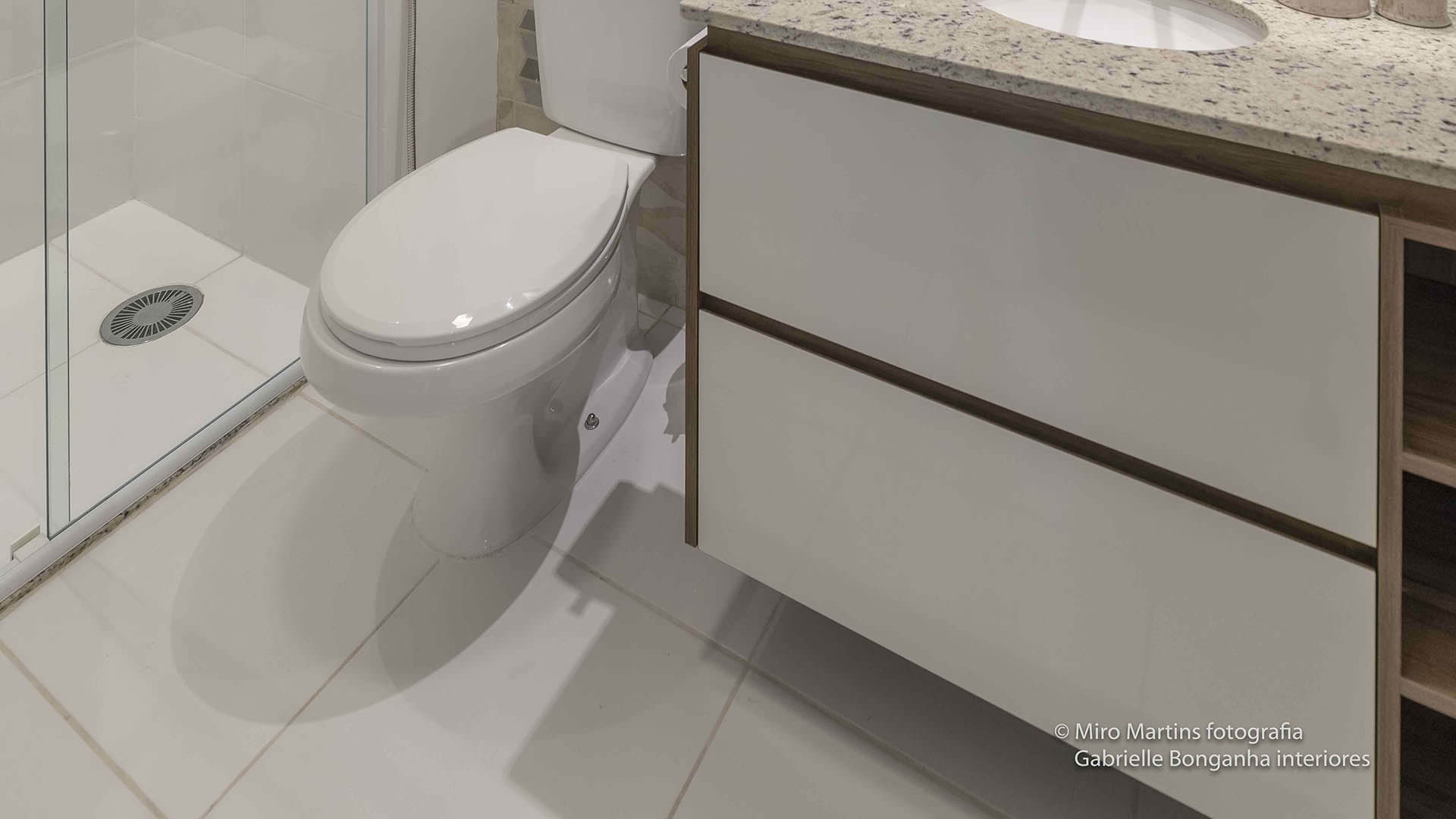 armário planejado banheiro apartamento pequeno