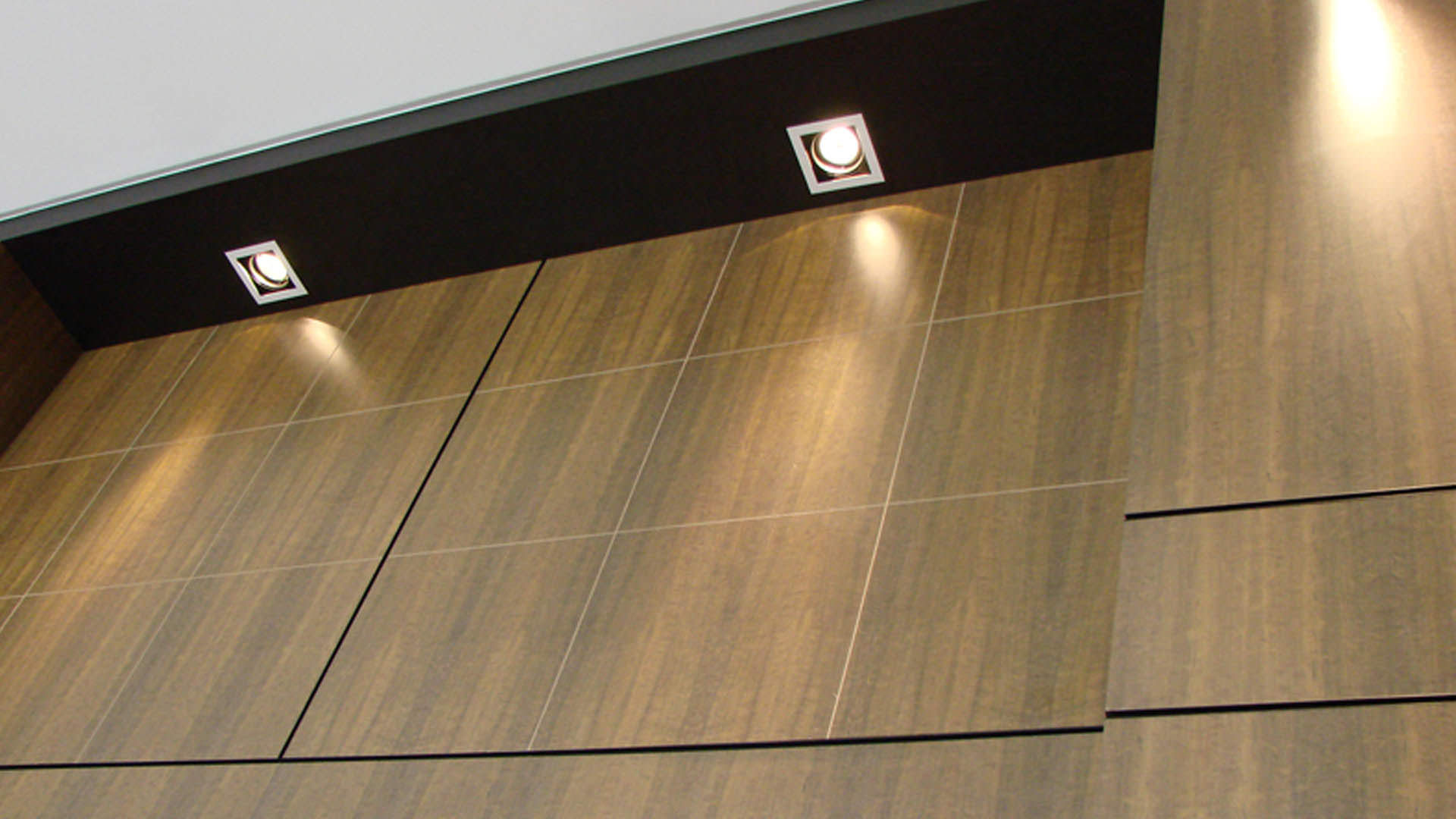 painel de madeira sob medida móveis planejados ambiente corporativo